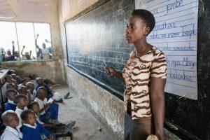 Waarom gebruikt in Tanzania wél iedereen Swahili en in Kenia niet?